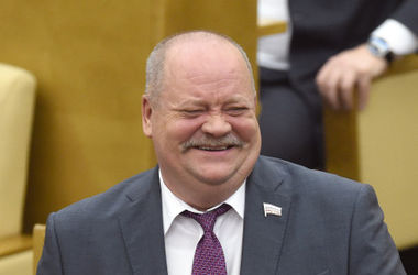 Депутат российской Госдумы на пять часов застрял в танке