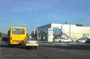 Во Львове иномарка влетела под маршрутку с пассажирами