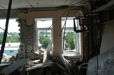 Жизнь на Донбассе. Люди сжимали узелки с нехитрыми пожитками, оставляя разрушенные родные дома
