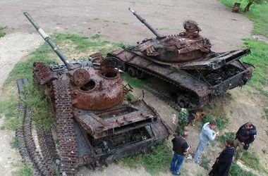 Боевики устроили выставку сгоревшей военной техники