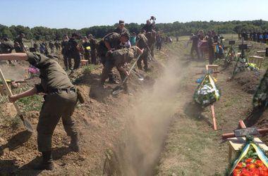 В Днепропетровске находятся тела 164 неизвестных бойцов