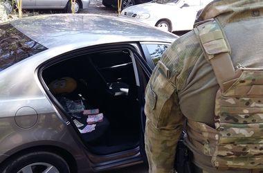 Скандал в Запорожье: офицеры требовали 110 тысяч от наркоторговцев