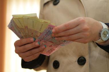 У киевлянина силой забрали сумку с двумя миллионами