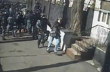 """Появилось новое видео избиения """"Беркутом"""" журналистов во время Революции достоинства"""