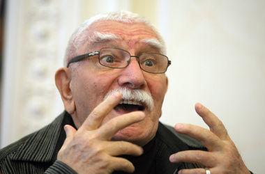 Армен Джигарханян впервые после развода вышел в свет с молодой возлюбленной