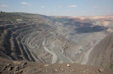Как добывают руду в Украине: колоссы на железных ногах и массовые взрывы