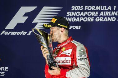 Себастьян Феттель выиграл Гран-при Сингапура, Хэмилтону не удалось завершить гонку