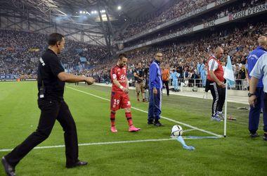 """Фанаты """"Марселя"""" чуть не сорвали матч против """"Лиона"""", освистывая своего бывшего игрока"""