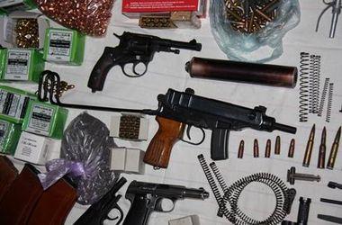В Николаеве задержали банду торговцев оружием