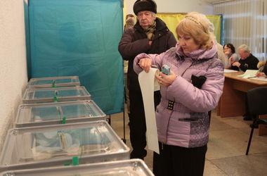 Топ-уловки на выборах: от билетов на танцы до смены фамилии
