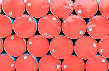 Цены на нефть падают из-за избытка предложения