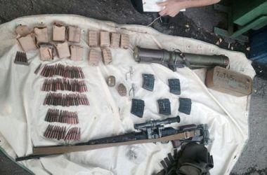 В Днепропетровскую область из зоны боев привезли гранатомет и снайперскую винтовку