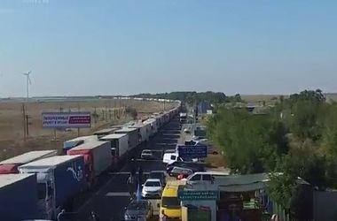 Количество грузовиков на админгранице с Крымом заметно уменьшилось – Госпогранслужба