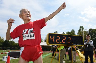 105-летний японец установил новый мировой рекорд на стометровке