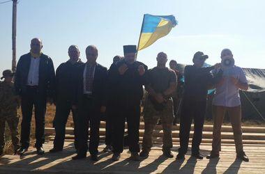 Участники блокады Крыма просят денег