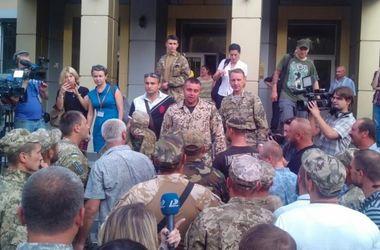 Комбата 28-й бригады, подозреваемого в получении крупной взятки, освободили в зале суда