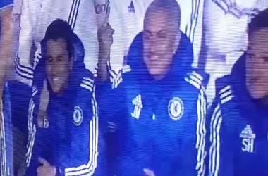 Жозе Моуринью показал средний палец во время матча