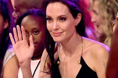 Брэд Питт нанял специалиста, чтобы Анджелина Джоли набрала вес