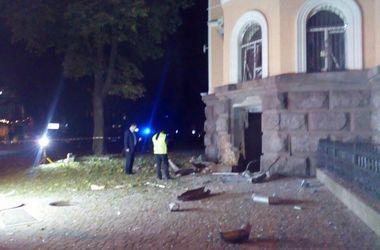 В сети появились фото последствий мощного взрыва под зданием СБУ в Одессе