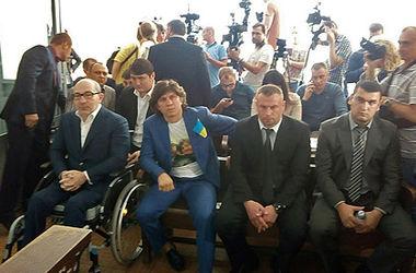 На суд по делу Кернеса не пустили Быстриченко, а экс-нардеп надел футболку с селфи мэра