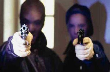 В Днепропетровске девушка в самодельной балаклаве пошла на вооруженное ограбление