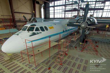 """В аэропорту """"Киев"""" установят самолет, разрисованный вручную"""