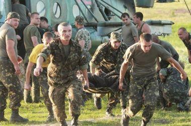 В Днепропетровск вертолетами доставили 11 раненых солдат
