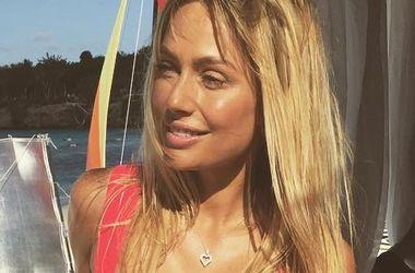 Актриса Наталья Рудова сделала пикантное селфи, оголив грудь (фото)