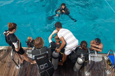 <p><span>Погружение с аквалангом. К месту погружения туристов доставят на катере или яхте.</span></p>