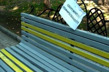 В Мариинском парке Киева покрасят лавочки