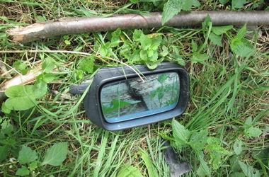 На Закарпатье парень разбил три иномарки и спрятался в багажнике