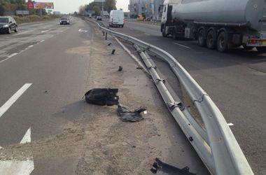 На трассе под Киевом пьяный российский дипломат влетел в отбойник, а потом заперся в собственном авто