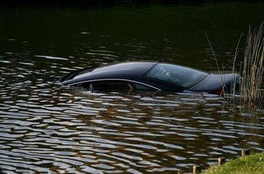 Под Харьковом из реки достали машину с двумя покойниками