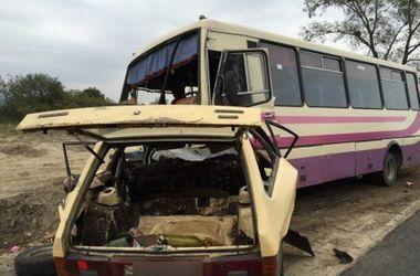 Во Львовской области автобус растрощил легковушку: водитель погиб