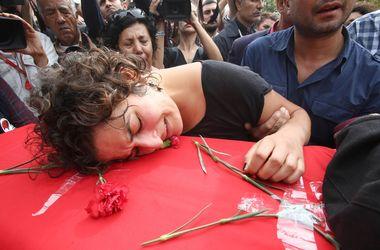 В Турции похоронили жертв двойного теракта