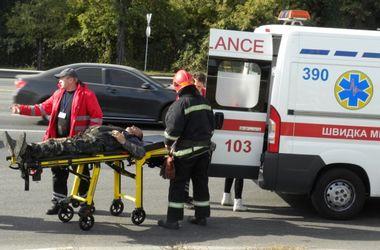 В Киеве во время пожара на заправке сильно обгорел водитель