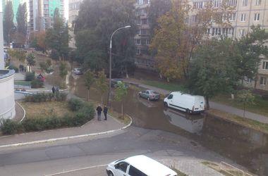 """В Киеве на Борщаговке – """"горячий"""" потоп"""