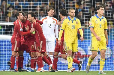 Сборная Украины уступила Испании и потеряла шанс попасть напрямую на Евро-2016