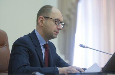 """Яценюк устроил """"разнос"""" руководству ГФС"""