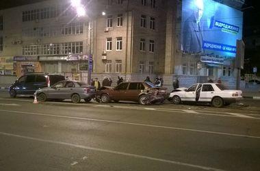 В Харькове в одном месте произошли два масштабных ДТП