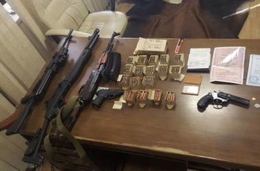 """Днепропетровцы """"отмывали"""" бюджетные деньги и собирали арсенал оружие"""