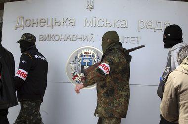 Донецк слушает взрывы и мучается с мобильной связью