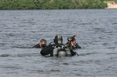 Подробности взрыва буксира под Киевом: водолазы нашли тело погибшего