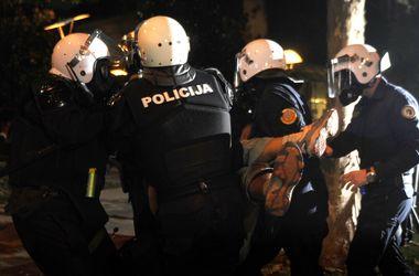 В Черногории активистов разогнали слезоточивым газом
