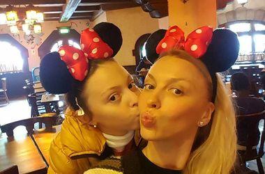 Оля Полякова отпраздновала день рождения дочери в Диснейленде (фото)