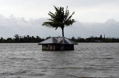 "Мощный тайфун ""потрепал"" Филиппины"