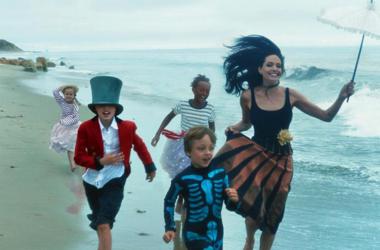 Анджелина Джоли с детьми снялась в чувственной фотосессии для Vogue