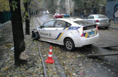 Во Львове машина новой полиции на ходу потеряла колесо