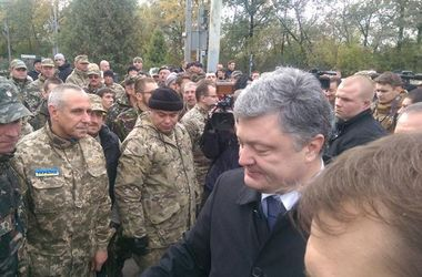 Боевики начали отводить танки в районе Новоазовска – Порошенко