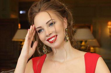 Молодая жена Дмитрия Диброва засветила пышную грудь (фото)